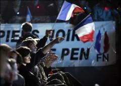 les pieds noirs avec Le Pen.jpg