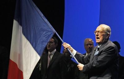 Le-Pen-drapeau.jpg